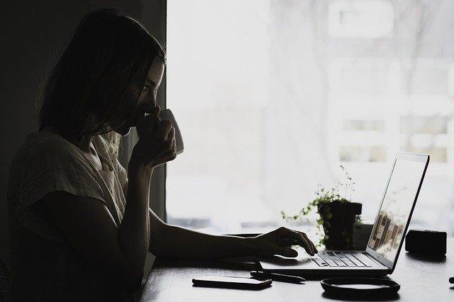 Altezza scrivania: qual è quella più idonea e come calcolarla?