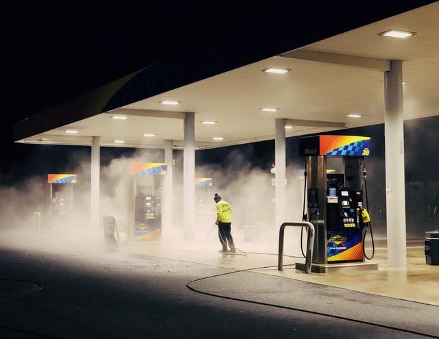 Quanto guadagna un benzinaio? Come si diventa tali?